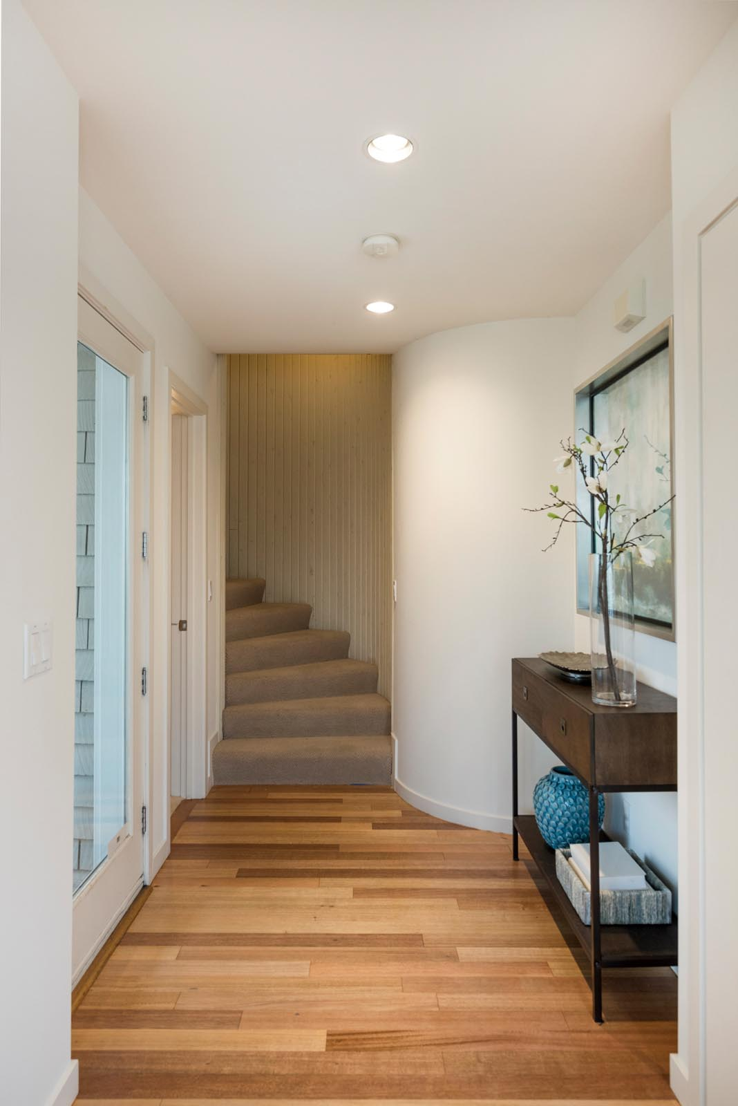 Home Staging Contemporary Entry