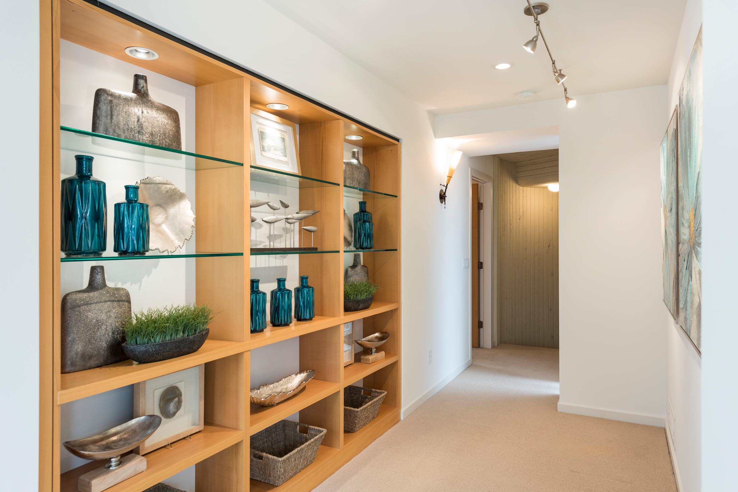 Home Staging Contemporary Hallway with Bookshelves