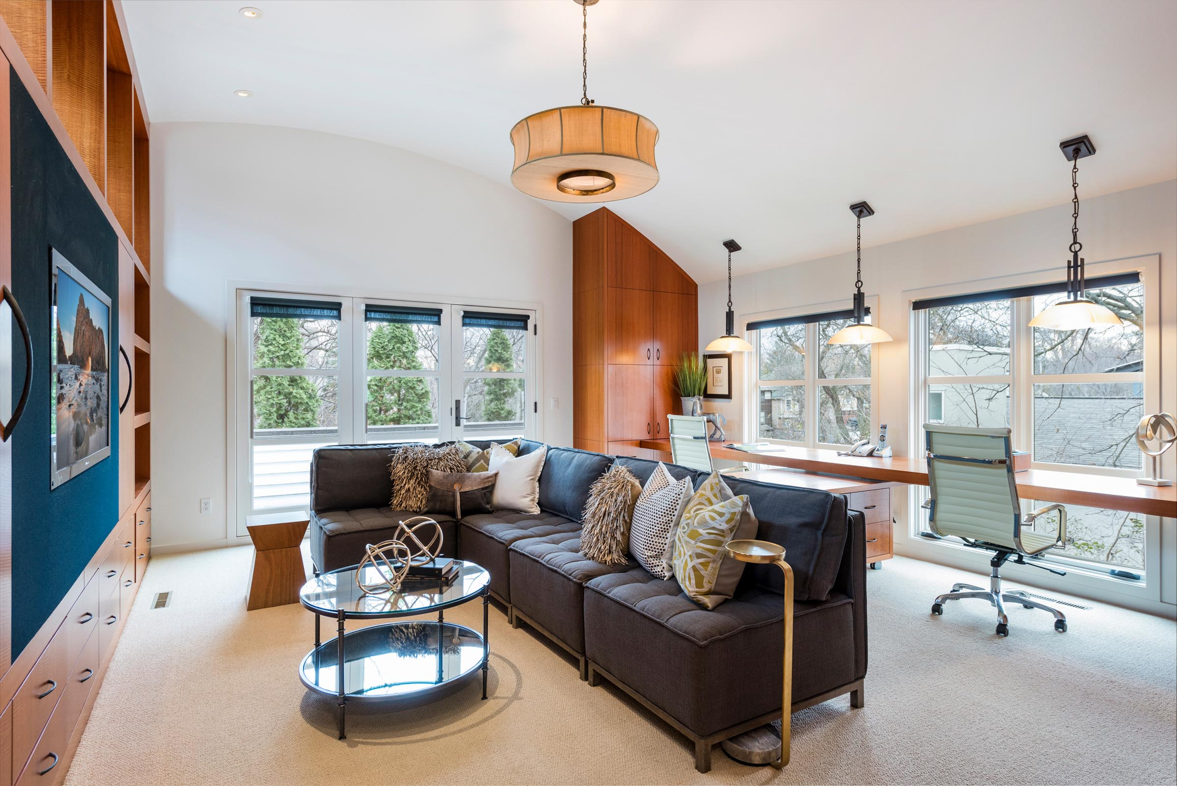 Home Staging Contemporary Office and Den